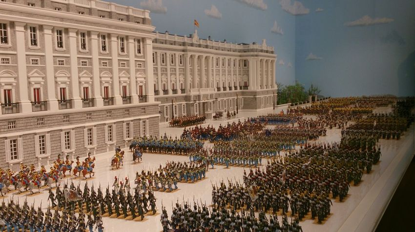 Una Maqueta de Figuritas en Miniatura del Ejército Antiguo en el Alcázar De Toledo