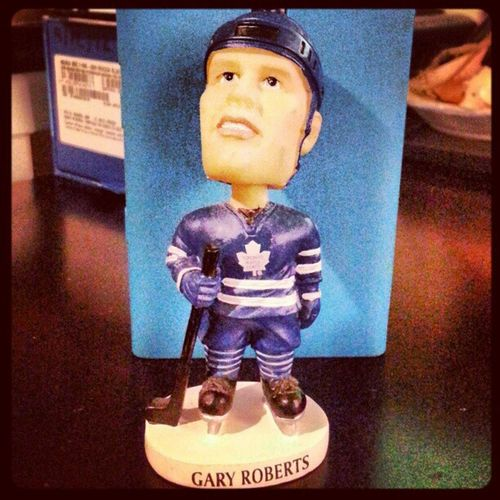 Ladies and gentlemen... Gary Roberts Leafs