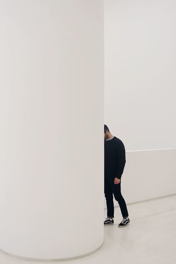 White hide and seek Space Aesthetics Minimalist Architecture Eye4photography  EyeEm Best Shots EyeEm Selects TheWeekOnEyeEM The Week Of Eyeem The Week On EyeEm Minimalism Minimalobsession Museum Minimal Futuristic Minimalpeople Architectureandpeople Architecture Faceless Hidden_portraits White Hidden Copy Space Men One Person Full Length Standing Real People Indoors  White Background Creative Space