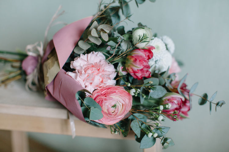 Beauty In Nature Bouquet Close-up Day Flower Flower Head Fragility Freshness Indoors  Leaf Nature No People Petal Pink Color Rose - Flower Table
