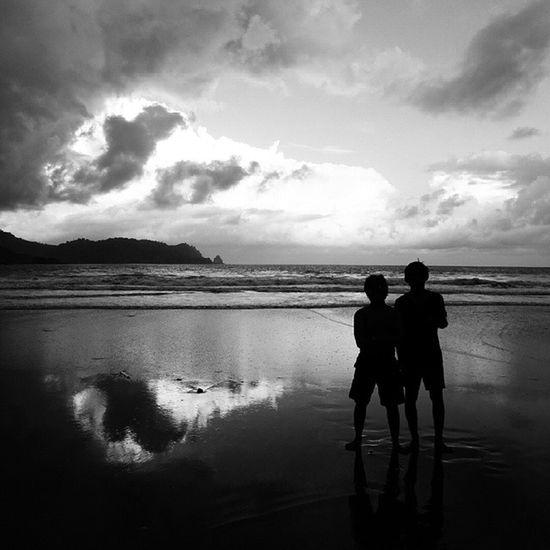 2 human in the dark Vscocam Vscocamedit Latepost Bw Bwindonesia Bwstyles Mytripmyadventure_malang Banyuanjlok Artphotography
