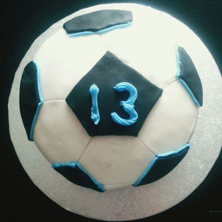 Cake Birthday Cake Football 13 View From Above It's The Thought That Counts Baking Home Baking Homemade Birthday Happy Birthday Circle Shapes IcingVegetarian Food Photography Vegetarian Food Amateur Cakes Desserts Sweet Desserts Sweet Food Food Yum Baked Goods