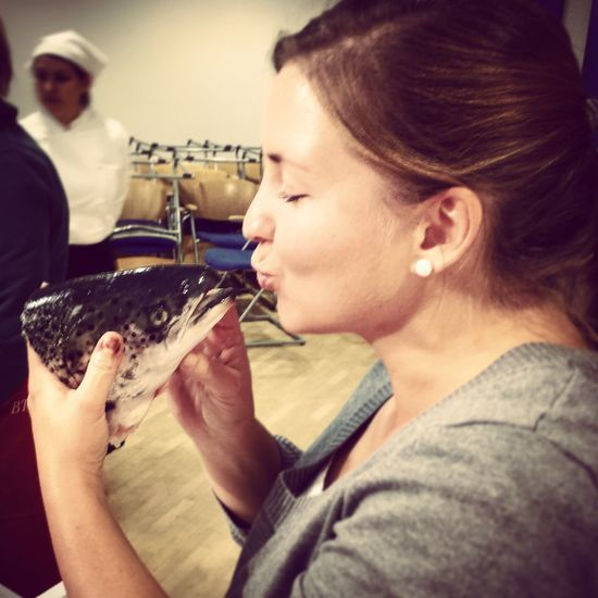 Timeless kisses - MAinLoveWithLife Prettywoman Kisses a Fishhead