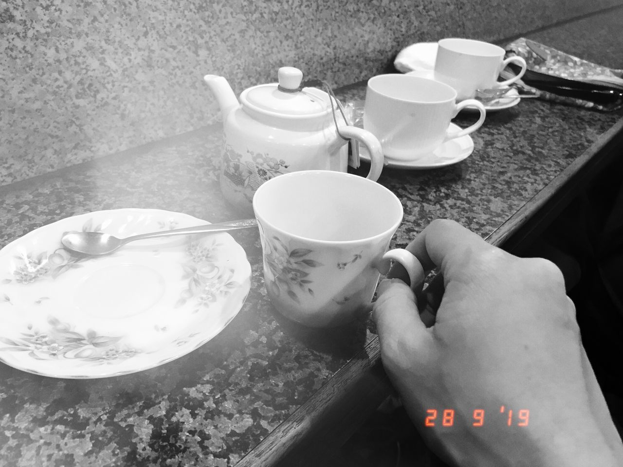 HIGH ANGLE VIEW OF COFFEE CUP AND TEA CUPS