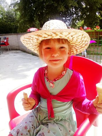 ice cream lover Girl Daughter Ice Cream Sunny Day From Love Family Time Zoo Sunday Tree Child Portrait Childhood Smiling Girls Looking At Camera Warm Clothing Happiness Front View Sun Hat Straw Hat Sunbathing Hat Blooming