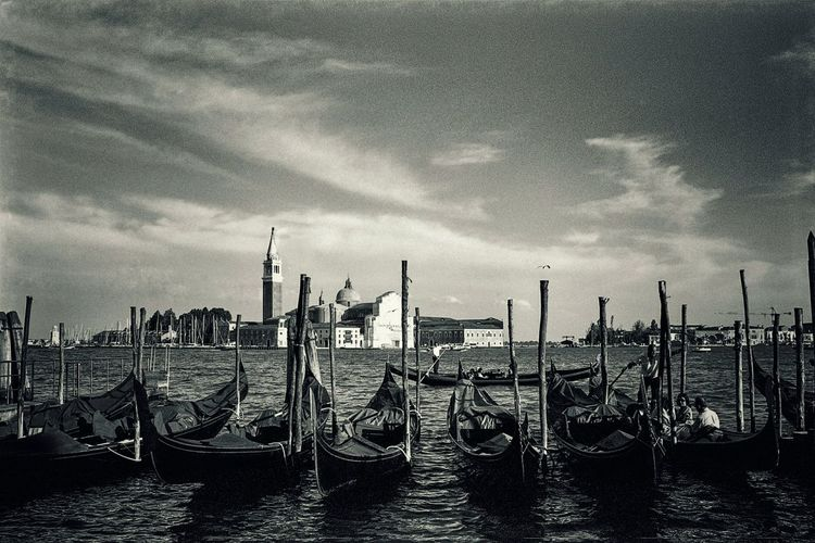 Venice. Venice, Italy Venice Venice Italy Gondola Blackandwhite Blackandwhite Photography Black And White Photography Black And White Black & White Film Film Photography Filmcamera Film Is Not Dead35 Mm Film Travel Photography Italy❤️ Italy Original Experiences Showcase June Neighborhood Map Connected By Travel