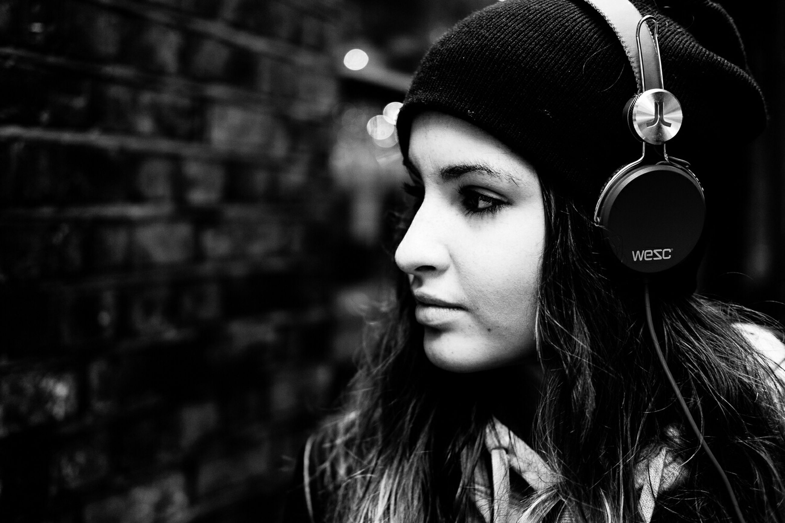 young adult, headshot, person, lifestyles, young women, front view, long hair, leisure activity, focus on foreground, portrait, close-up, human face, head and shoulders, looking at camera, contemplation, casual clothing