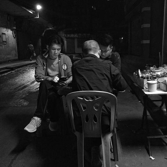 Hanging Out IPhoneography Iphoneonly Iphone6 Monochrome Black And White Blackandwhite Street Photography People Chinese Chess
