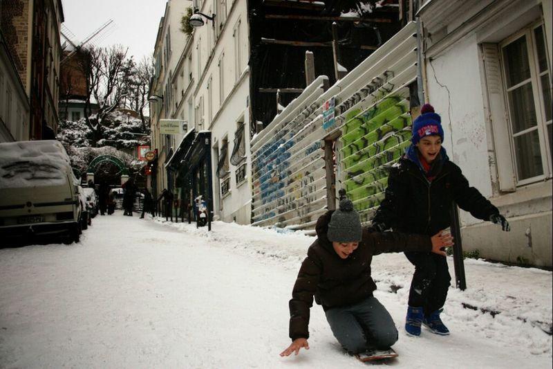 Hanging Out Paris Moulin Child Snow Canon Children Neige Montmartre Les Enfants Des Autres