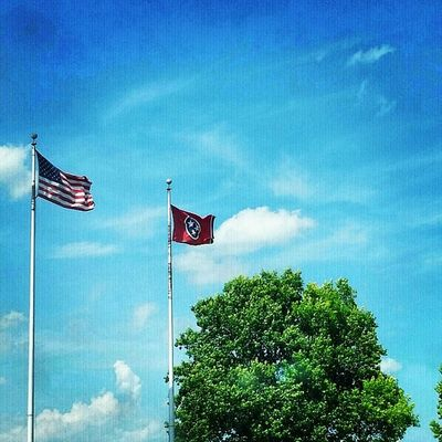 Insta_exploring Instatennessee USA Tennessee Lebanon Home_sweet_home Flag SWEET_FREEDOM Bluesky CLOUDSPACE Greenery