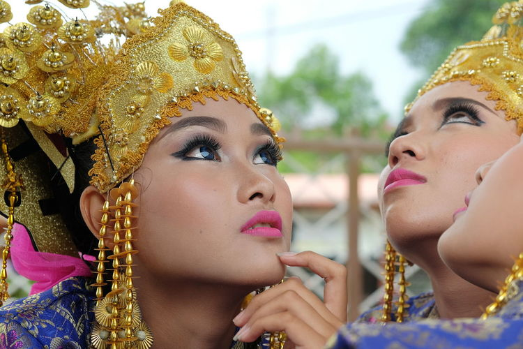 Malay girls Cultures Portrait Beauty Beautiful People Traditional Clothing Stage Make-up EyeEm Indonesia Eyeem On Week EyeEmBestPics EyeEm Best Shots EyeEmNewHere EyeEm Masterclass Women Around The World EyeEm Gallery Close-up