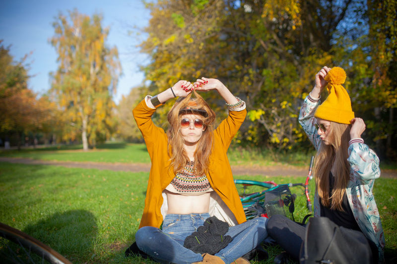 Fall for all - Yay day Berlin THESE Are My Friends Casual Clothing Check This Out EyeEm Best Shots Fall Friends Front View Fun Girl Happiness Happy Happy People Hello World Leisure Activity Lifestyles Love Person Portrait Real People Sweet Taking Photos Waist Up Yellow Young Adult