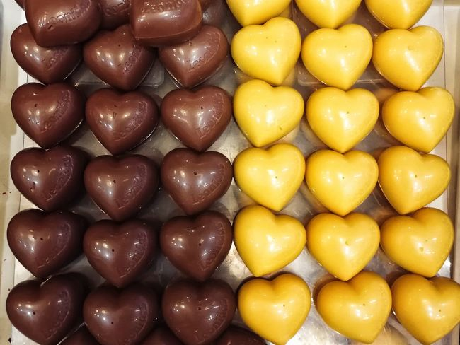 Brown Contrast In A Row Repetition Pattern Pattern, Texture, Shape And Form Heart Shape Heart Chocolate Temptation EyeEm Selects Food Food And Drink Full Frame Large Group Of Objects Backgrounds Yellow Freshness Sweet Food Ready-to-eat Close-up