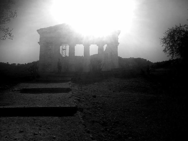 Spooky segesta Instagram Instalove Instapic Photographer Photooftheday Vacation Sicilia Segesta EyeEmNewHere Ancient Civilization News Event Ancient Old Ruin History War Fog Fort Sky Architecture Monument