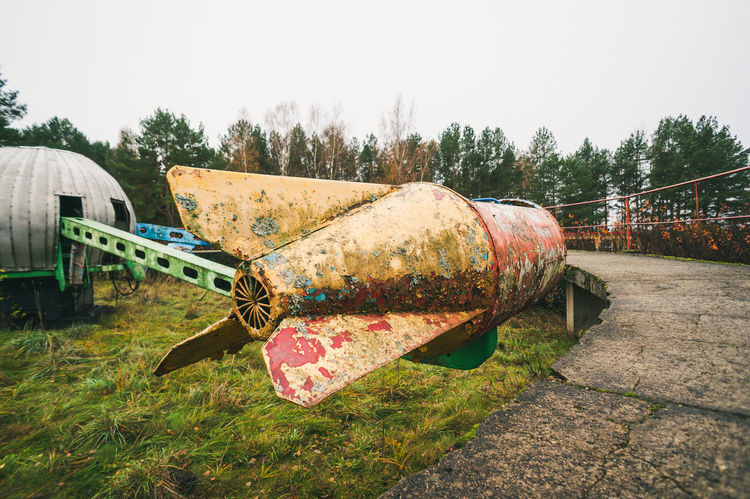 Old rocket ride carousel in abandoned amusement park Old Rocket Abandoned Abandoned Amusement Park Amusement Park Nofun Funfair Carousel Empty Empty Carousel Abandoned Carousel Colofrul