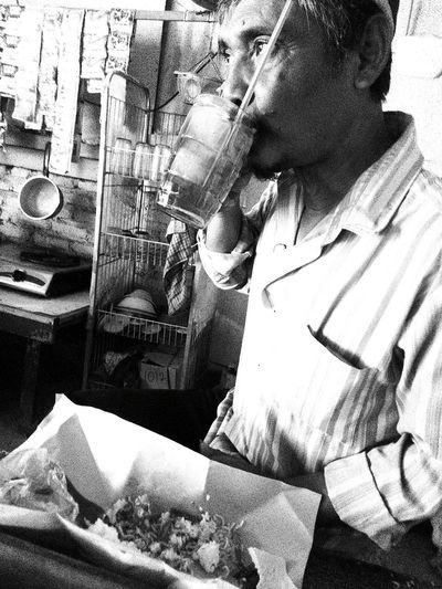 Lunchtime Indonesian Street Photography Mobile Phone Photography Streetphotography Eyeem4photography EyeEm Best Shots Blackandwhite Photography Black And White Collection