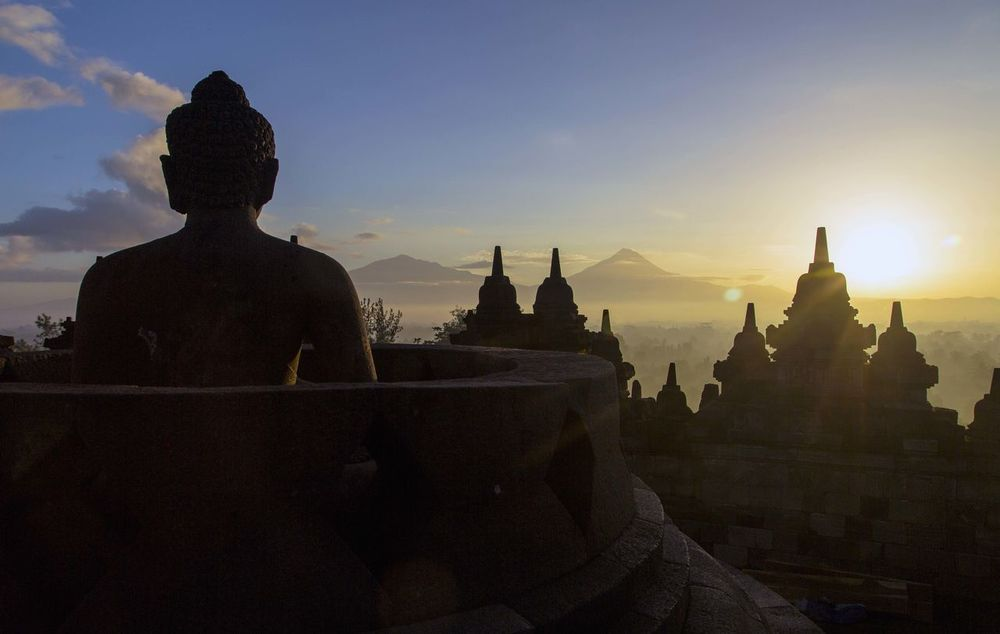 I captured these amazing pictures in 2016 by the biggest Buddhist temple of the world in Indonesia, Borobudur. Amazing View Biggest Borobudur Borobudur Temple Buddha Buddhism Buddhist Temple INDONESIA Outdoors Religion Sky Sunrise