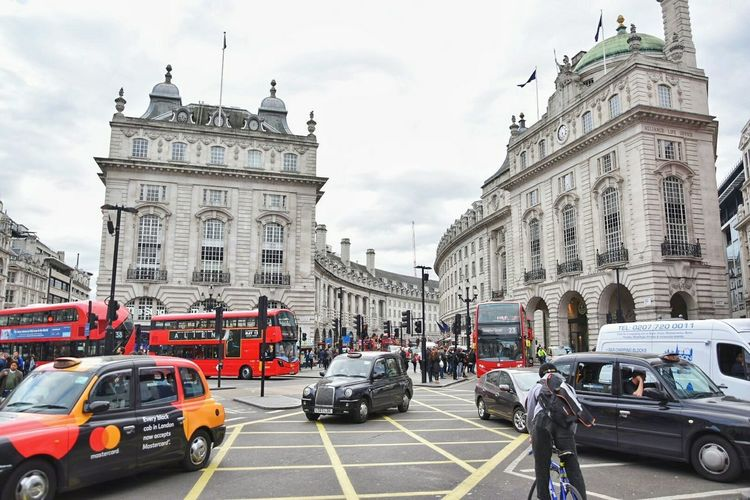 Car Architecture Traffic Transportation City Street Land Vehicle City Built Structure Cloud - Sky Outdoors Travel Destinations Sky People Building Exterior Cityscape Politics And Government Day Clock Traffic Traveling Street Travel City London Picadillycircus