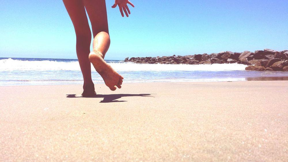 L o w f i v e Barefoot Summer EyeEmBestPics Beach Beachphotography Fun Highfive Kids Childsplay