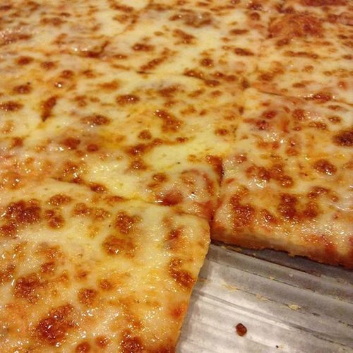 look at it LOOK AT IT beautiful 😂😍😘 Pizza Love Food Pizzaislifeman Pizzathatass
