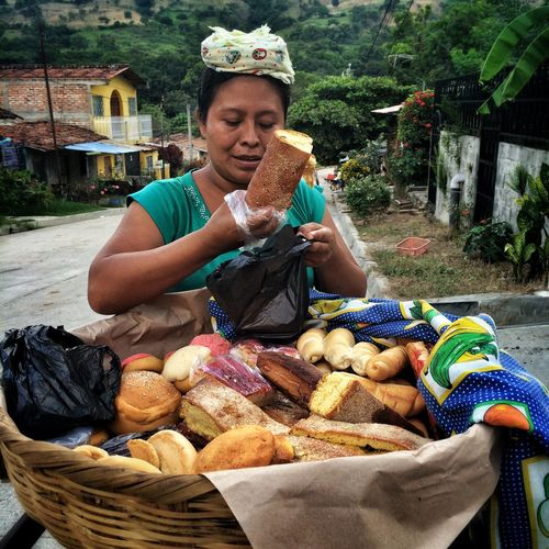 My Best Photo 2015 Photojournalism Walking Around Streetphotography Wandering Around Aimlessly Daily Life Latin America Eye4photography  IPhoneography Fotografia Wandering El Salvador Central America Nejapa San Salvador @photojuancarlos A woman selling sweet bread door to door, many #Salvadorans are forced to become street vendors, in order to provide for their families, due to the lack of jobs and opportunities./ Una mujer que vendiendo pan dulce por las calles, muchos #Salvadoraños se ven obligados a convertirse en vendedores ambulantes, con el fin de mantener a sus familias, debido a la falta de empleo y oportunidades. #EverydayElSalvador #ElSalvador #photojournalism #EverydayEverywhere #photojournalism #iphoneography #EverydayLatinAmerica #CentralAmerica #dailylife #EverydayLatinAmerica #ESvisible #JuanCarlos #2015copyright. Follow the project/Sigue el proyecto @esvisible and www.esvisible.com. On Facebook/ESVISIBLE and twitter @esvisible Telling Stories Differently