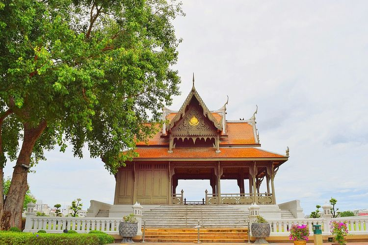 Religion Architecture Tourism Tree Pagoda Business Finance And Industry Palace Travel Travel Destinations Gold Sky Arts Culture And Entertainment No People Outdoors Day Nature King - Royal Person
