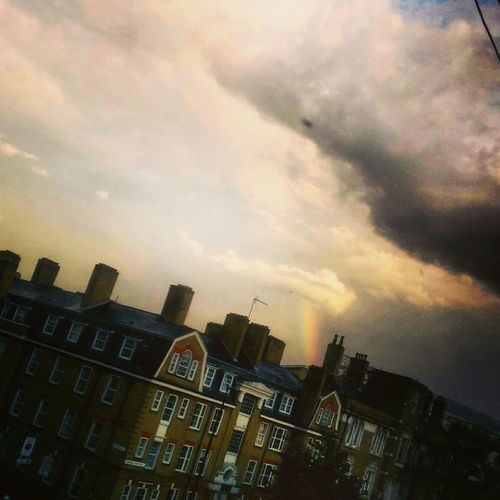 Arcobaleno  Rainbow Silverlining Itsnotallgrey Bdaypresent BeGrateful Beautyofnature Appreciation London City #streetphotography #landscapes