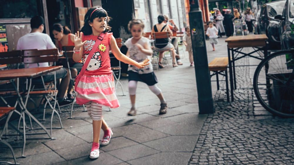 - NO! LITTLE PRINCESS DON'T WANT ANY SHOOTINGS TODAY - Walking Around People Peoplephotography Taking Photos My Fuckin Berlin Street Photography Teddy Bears Princess N \ VEA ★ CREME Youth Of Today Children Childhood Berlin Girls Children Photography Streetphotography Streetphoto_color Playing Catwalk The Street Photographer - 2016 EyeEm Awards Girl Power Stories From The City