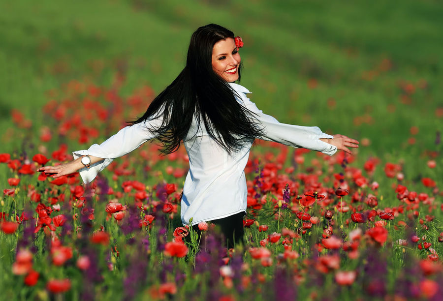 Attitude Attitude For Colors Attitude Is Everything Brunette Brunette Girl  Clothes Fashion Fashion Photography Flowers Girl Green Happy Happy Girl  Nature Nature_collection Poppies  Young Young Woman