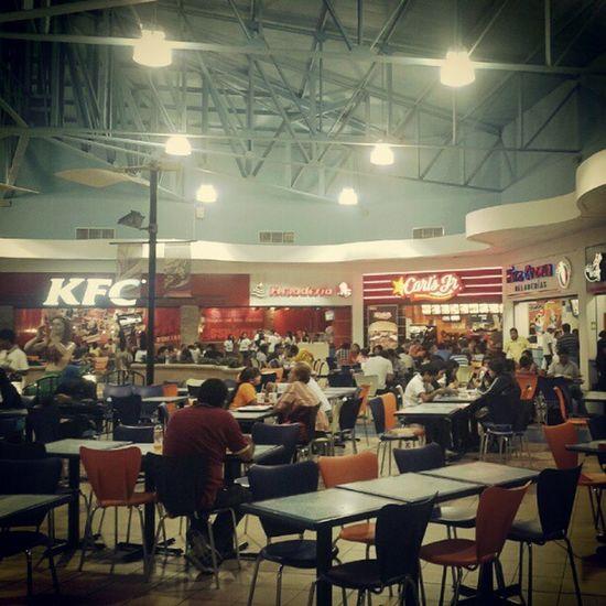 Carl's Jr en el Shopping de Salinas éxito Instagood Love