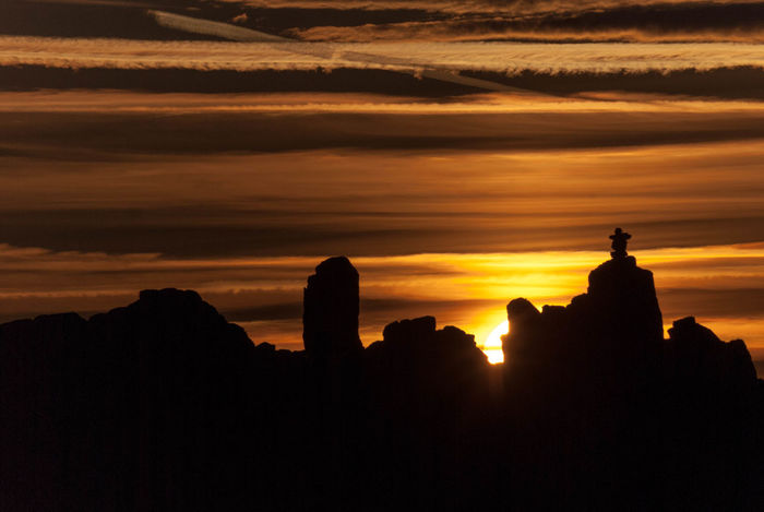 """""""Sunset is a wonderful opportunity for us to appreciate all the great things the sun gives us!"""" Sunset Evening Sunset Silhouettes Silhouette"""