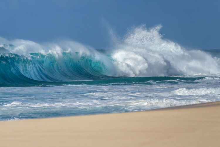 Breaking waves on the north shore of Oahu Hawaii BIG Hawaii Oahu Surf USA Wave Beach Beauty In Nature Blue Day Hawaiian Horizon Over Water Motion Nature No People North Shore Outdoors Power In Nature Sandy Scenics Sea Sky Water Wave Waves