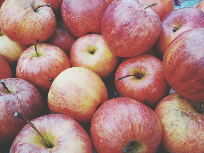 Apple fruit for health. EyeEm Selects Healthy Eating Fruit Food And Drink Food Freshness Full Frame Healthy Lifestyle Red Vitamin Market Apple - Fruit Backgrounds