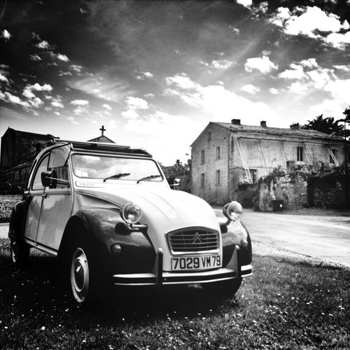 #franceatlantic #TimbradoGoesWest Melle - 2cv 2cv ride in Melle countryside! Easy 2cv riders in #poitoucharentes :) www.coubortiges-gites.com