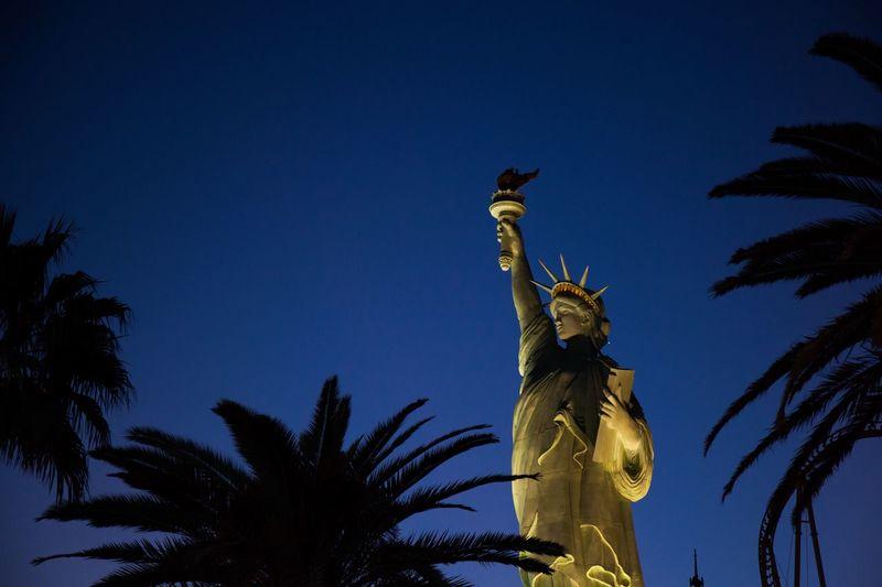 Nevada desert series Nevada Newyorknewyorkhotel Newyorknewyork Lasvegas Deserts Deserts Around The World Palmtrees Statueofliberty Sky Tree Sculpture Statue