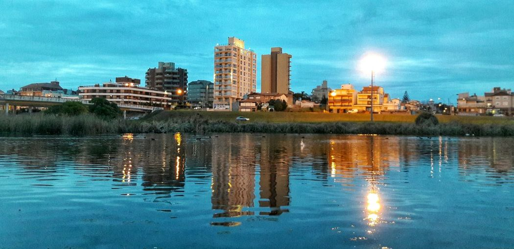 Mar Del Plata - Buenos Aires Laguna Punta Mogotes Agua Edificios Reflejos Reflejos En El Agua Espejo