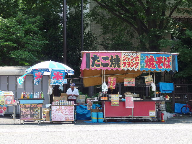 japanese retro street food on sunny day Text Tree Communication Western Script Business Retail  Architecture Plant Sign Men Built Structure Small Business Day City Real People Nature Food And Drink Market Building Exterior People Outdoors Sale Yatai Sell Takoyaki