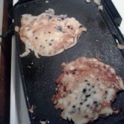 Tryna make blueberry pancakes with Amaraliz lol not round at all