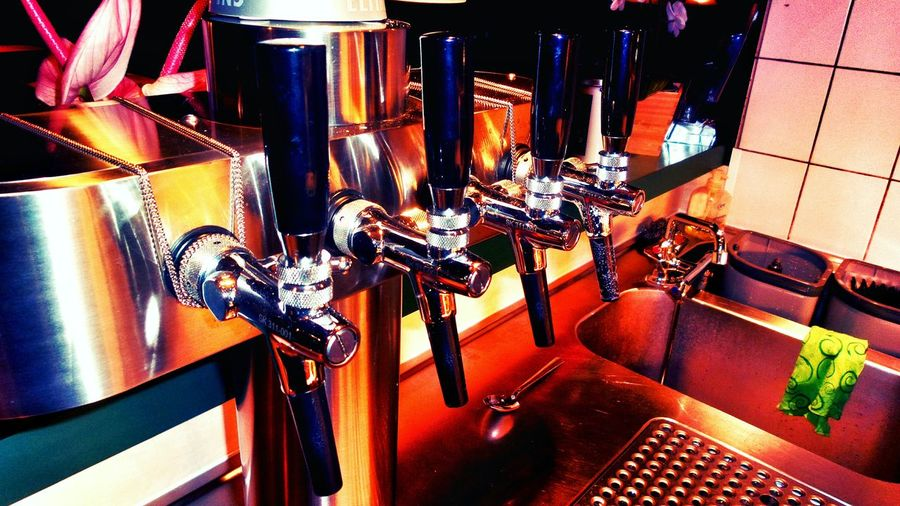 I bet, seeing this picture, everybody thinks : Beer Prost Cheers 🍻 Cin Cin Saludos Taps Beercounter Beerpump Shining Steel At The Restaurant Social Life Alcohol Clean Up Reflections On Metal Showcase March Colour Of Life Dramatic Angles