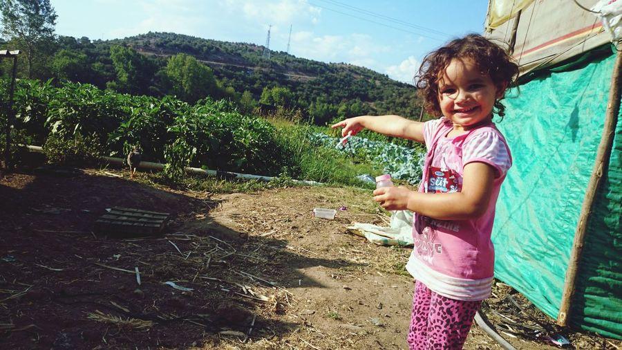 Bugün Kadrajıma Takılan Minicik Eller. Villagers in Ayvalık Cute Girl