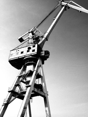 Crane Blackandwhite B&w Abandoned Harbour Old IPhoneography Urbanphotography Black And White Lostplaces Forbidden Places Blackandwhite Photography Cranes Old But Awesome Wallpaper