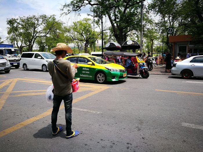 The vendor Vendor Street Bangkok Thailand Bangkok Streetphotography City Life Streetphotography Street Photography Streetphotographer EyeEm EyeEmBestPics EyeEm Gallery EyeEm Best Shots Eyeemphotography Colour Photography Color Photography Traveling Home For The Holidays
