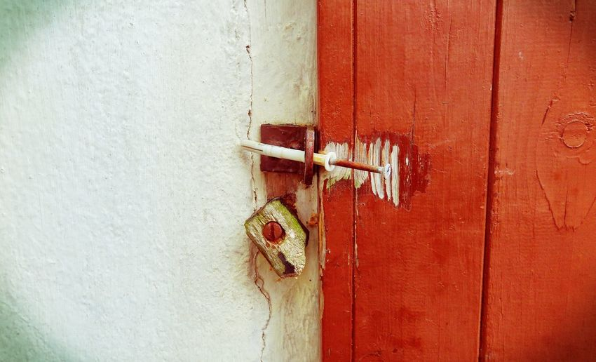 Door Nail Screw Door Closers Wood Streetphotography Old Old Buildings Details Colourful Old House Vintage Entry Outside EyeEm Gallery Red Here Belongs To Me Up Close Street Photography Long Goodbye