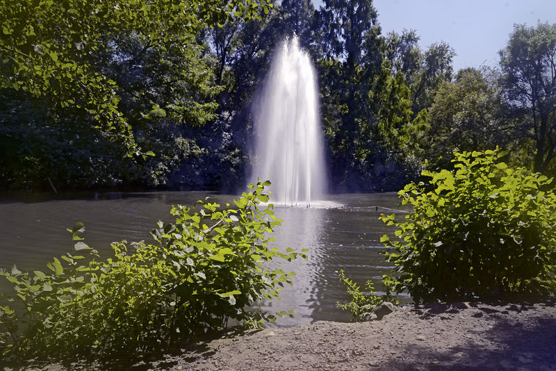 Volksgartenweiher Beauty In Nature Day Fontane Fountain Green Color Majestic Nature Non-urban Scene Outdoors Park Purity Scenics Splashing Sunny Tranquil Scene Tranquility Volksgarten Water Waterfall Waterfront Weiher