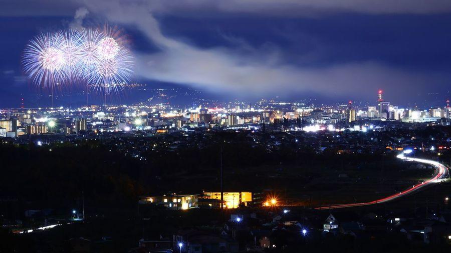 おんなじ構図・・・努力がたりねぇ😅来年はもっと上手くなってやる😤 花火大会 えびす講 City Cityscape Urban Skyline Illuminated Multi Colored Firework Display Sky Architecture Cloud - Sky Building Exterior
