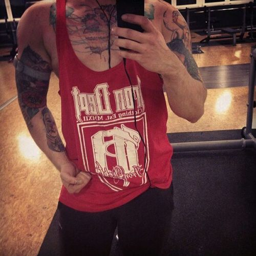 Repost from @vgnbdbldklemens in our red Brand Edition Stringer. Checkt mal sein Profil ab! Veganpower Veganbuilding Vegan Bodybuiling gymfashion gymlife gymlifestyle ineedthis instagymsfinest instafit instafashion crossfit showtheworld NoSleep beastmode lifestyle MuscleHeads legionofboom aesthetics chaseyourdreams IronDept stringer strongman