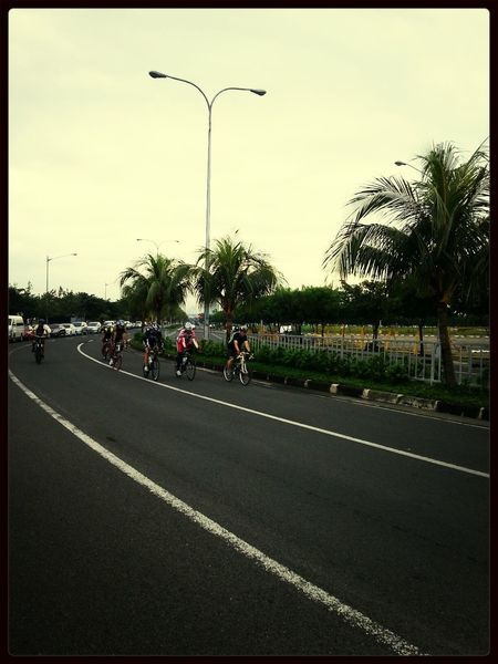 50kms of glorious peloton riding!