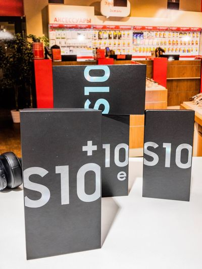 Samsung s10 Mobile Phone Technology Samsung S10 Plus Samsung S10e Samsung S10 Samsung S10+ Samsung Text Western Script Communication No People Retail  Indoors  Close-up