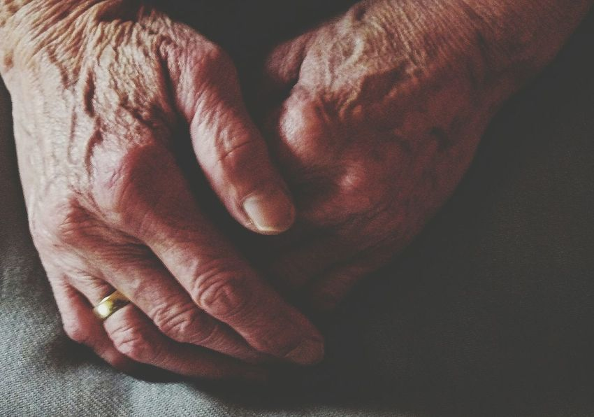 Human Hand Human Body Part Human Finger Close-up Oma Grandma Skin Ehering Ring Wrinkled Skin Vergänglichkeit Caducity Aged Beauty People Adult