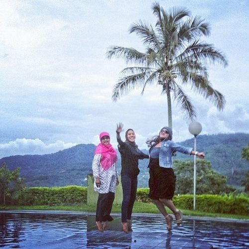 Jump with @sholichahkw @aisyiahdelight @utty